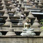 sri-lanka-colombo-lake-beria-temple-statues